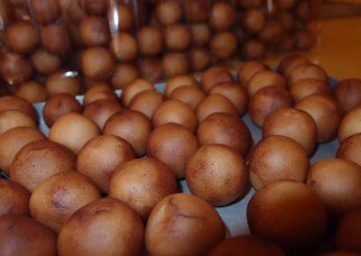 Marsepein Aardappeltjes 1 deel Amandelen 1 deel Suiker ouderwets lekker!